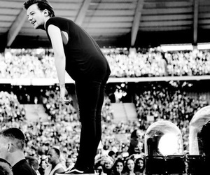 black and white, louis tomlinson, and one direction image