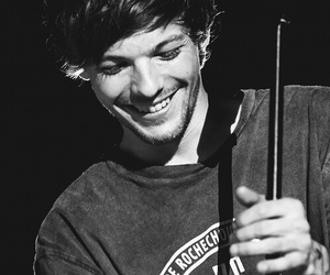 black and white, 1d, and louis tomlinson image