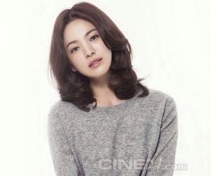 pretty girl and song hye kyo image