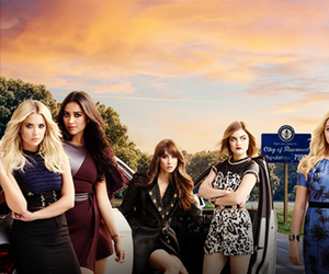 girls and pretty little liars image