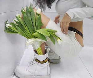 clothes, flowers, and tumblr girl image