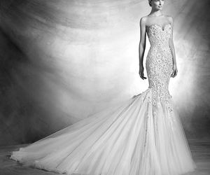Pronovias and wedding dress image
