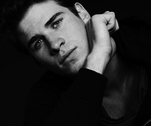 liam hemsworth, gale hawthorne, and hunger games image