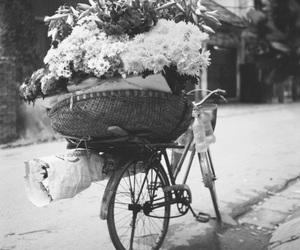 beautiful, black and white, and flores image