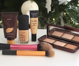 make up, powder, and tarte image