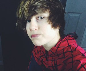 boy, jeydonwale, and spidermen image