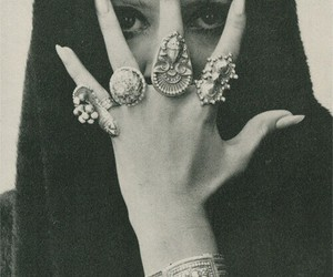 rings and black and white image