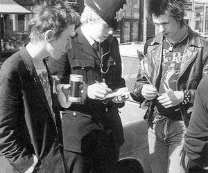 sex pistols, sid vicious, and johnny rotten image
