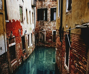 italy, venecia, and place image