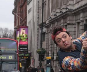 Londres, kevadams, and theprofs2 image