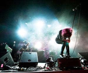 alison mosshart, fox theater, and Jamie Hince image