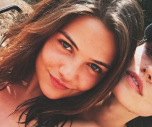 danielle campbell and phoebe tonkin image