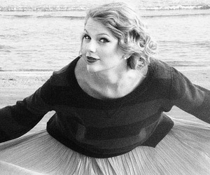 Taylor Swift and black and white image
