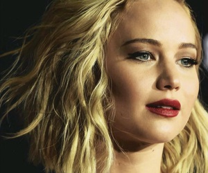 Jennifer Lawrence, the hunger games, and mockingjay image