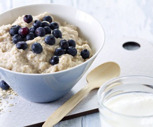 blueberry, oatmeal, and oats image