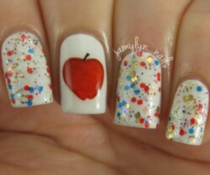 apple, pretty, and snow white image
