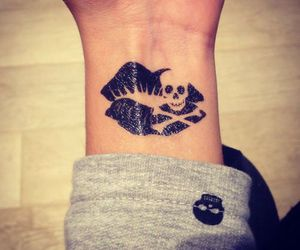 tattoo, kiss, and black image