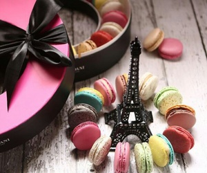 eiffel tower and macaroons image