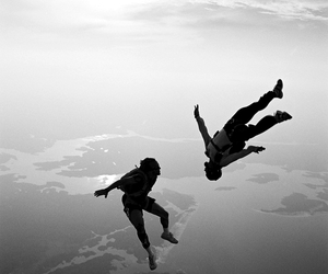 sky, fly, and skydiving image