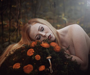 forest, girl, and pilze image