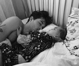 Francisco Lachowski, milo, and sleep image