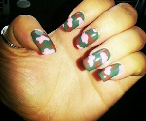 camouflage, gel, and manicure image