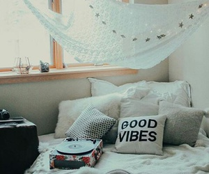 bed, sd, and music image