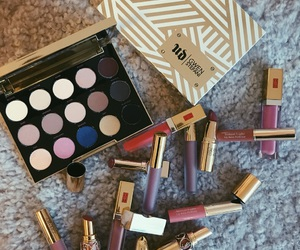 eyeshadow, gwen stefani, and lipstick image