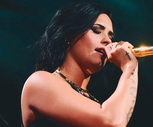 demi lovato and confident image
