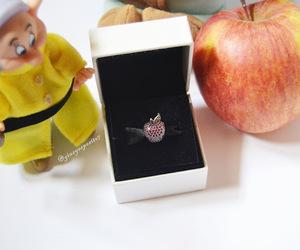 apple, Biancaneve, and charm image