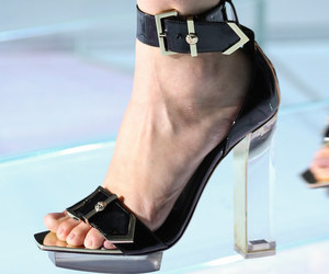 detail, Versace, and spring 2015 image