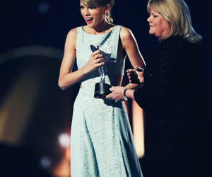 Taylor Swift and mama swift image