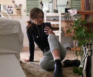 girl, art hoe, and room image