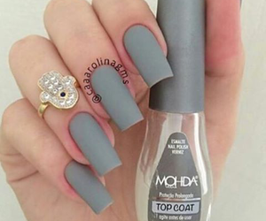 nails and gris image