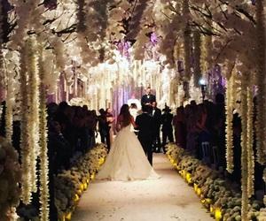 wedding, flowers, and sofia vergara image
