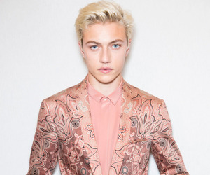 pink, lucky blue smith, and model image