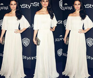 selena gomez and golden globes image