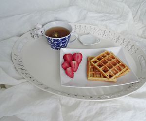 breakfast, cosy, and morning in bed image