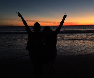 amigas, friendship, and mar image