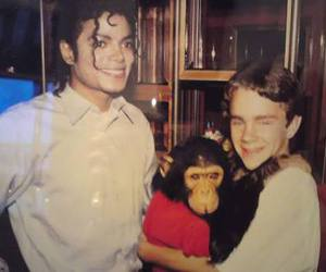 michael jackson, bubbles, and king of pop image
