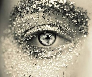 eye and glitter image