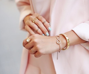blonde, gold, and jewlery image