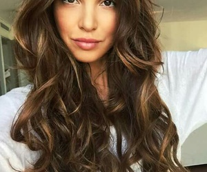 hairstyle, wavy, and highlights image