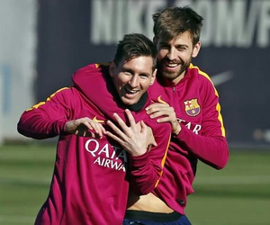 messi and pique image