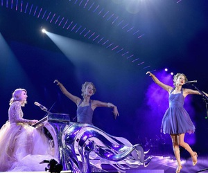 Taylor Swift, 1989 tour, and wildest dreams image