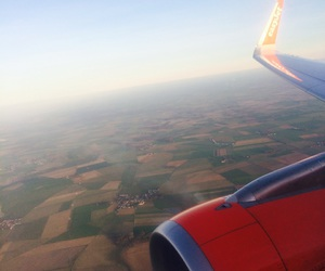 fly and easyjet image