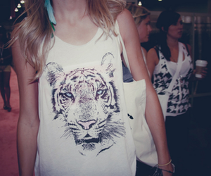 accesories, tiger, and vintage shirt image