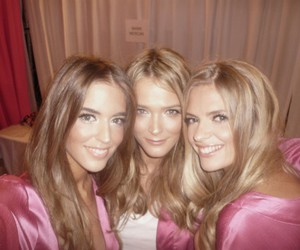 Carmen Kass, clara alonso, and fashion image