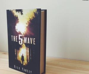books, the 5th wave, and rick yancey image