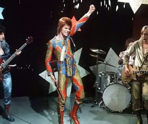 david bowie and Ziggy Stardust image